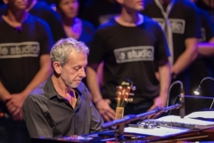 Alain Lanty accompagnant la troupe Studio Company du Studio vocal